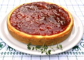 Ecco la ricetta New York cheesecake Bimby, senza gelatina, la classica torta americana al formaggio! A base di philadelphia e panna, si cuoce al forno
