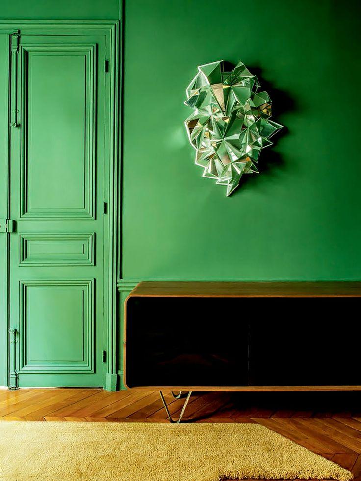Green walls , MCM console