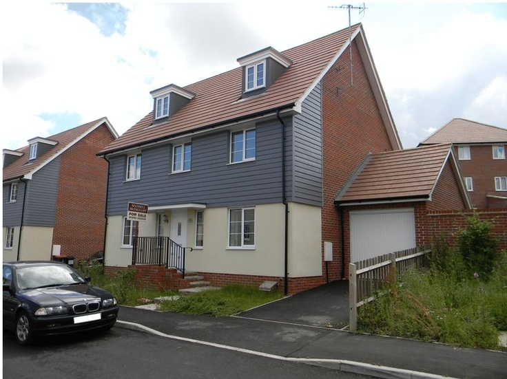 Monthly Rental Of £1,675  5 Bedroom Detached House - Grayrigg Road, Crawley, West Sussex, RH10 7AB Estate Agents