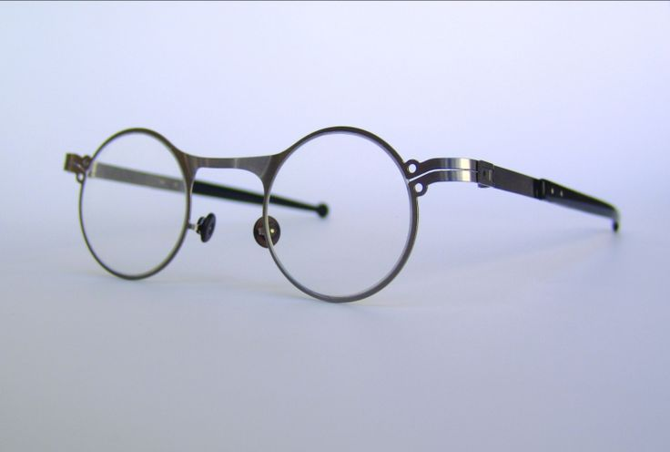 Made-to-measure glasses by András Márkus, 2010