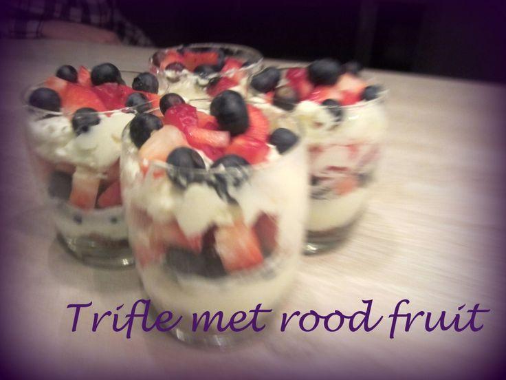 Het lekkerste toetje ooit – Trifle met rood fruit en bastogne
