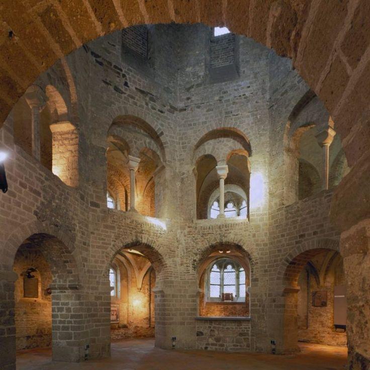 Nijmegen - interieur van de Sint Nicolaaskapel / Valkhofkapel