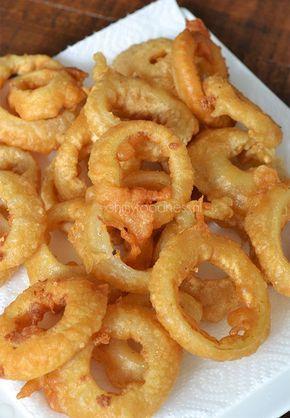 Eén van mijn favoriete frituursnacks zijn Onion Rings. De scherpe uien krijgen er een heerlijk zacht zoete smaak van en het bierbeslag is waanzinnig.