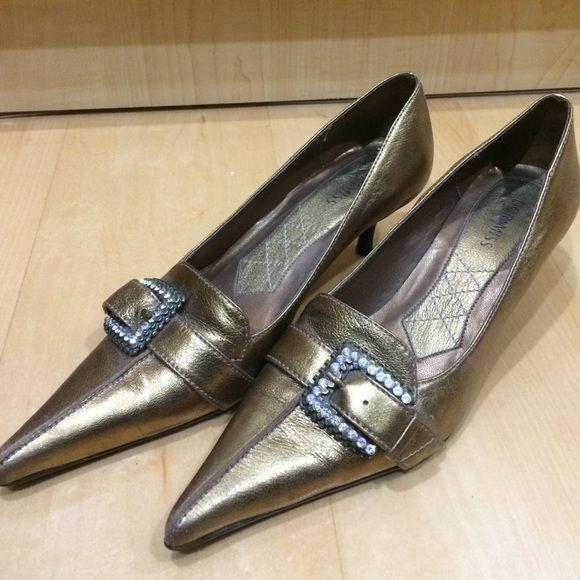 Shoes Pointy golden shoes. Brazilian quality. Doramila brand. Doramiss by Doramila Shoes Heels