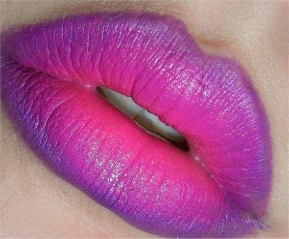 Labbra sfumate in varie tonalità di viola