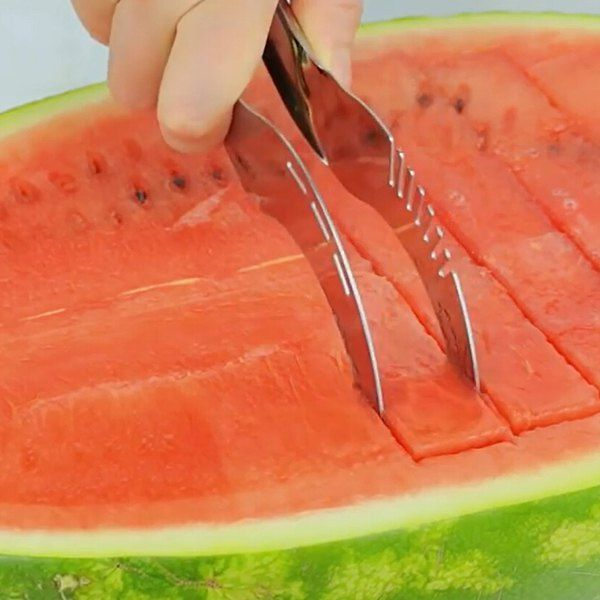 Hot Sale Multifunctional Stainless Iron Fruit Cutter Watermelon Slicer