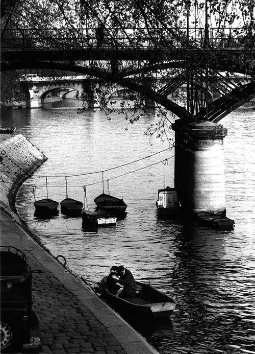 Willy Ronis - Amoureux du Pont des Arts, Paris: Willy Ronis, Photos, Paris, Willis Ronis, Lovers, Amoureux Du, Vintage Photography, Bridge, Bridge Arts