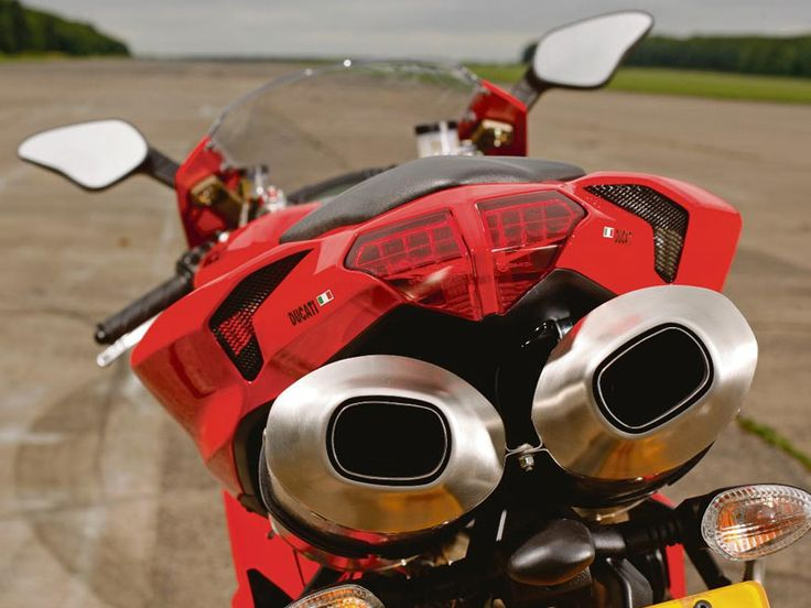 Have A Look At #Ducati 848 Evo.  http://mediaconvey.com/2014/11/23/have-a-look-at-ducati-848-evo/