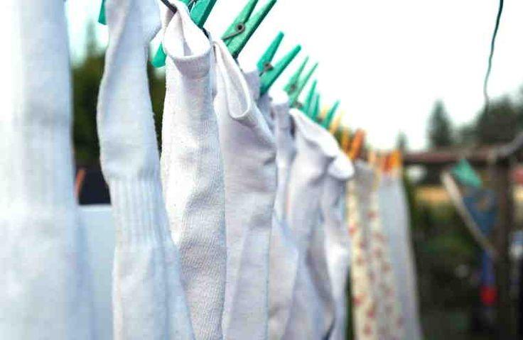 ¿Cuántas veces he comprado una preciosa prenda blanca atraída por esa inmaculada belleza que poco a poco ha ido desapareciendo. Muchos de mis artículos favoritos como prendas de vestir y ropa de cama, han perdido su color blanco y ninguno de los blanqueadores que he visto en el supermercado han podi
