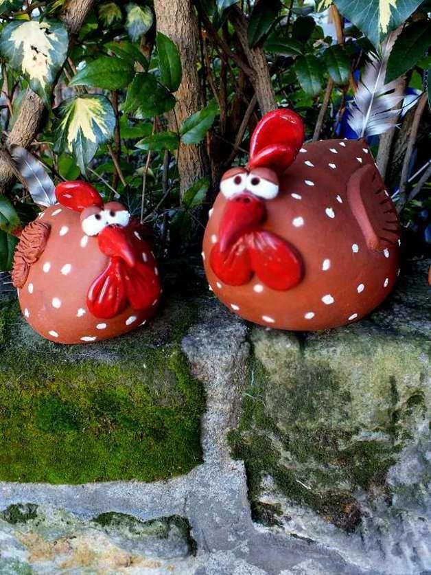 http://de.dawanda.com/product/59969891-Huhn-Gartenkeramik-Keramik-Huehnerfamilie
