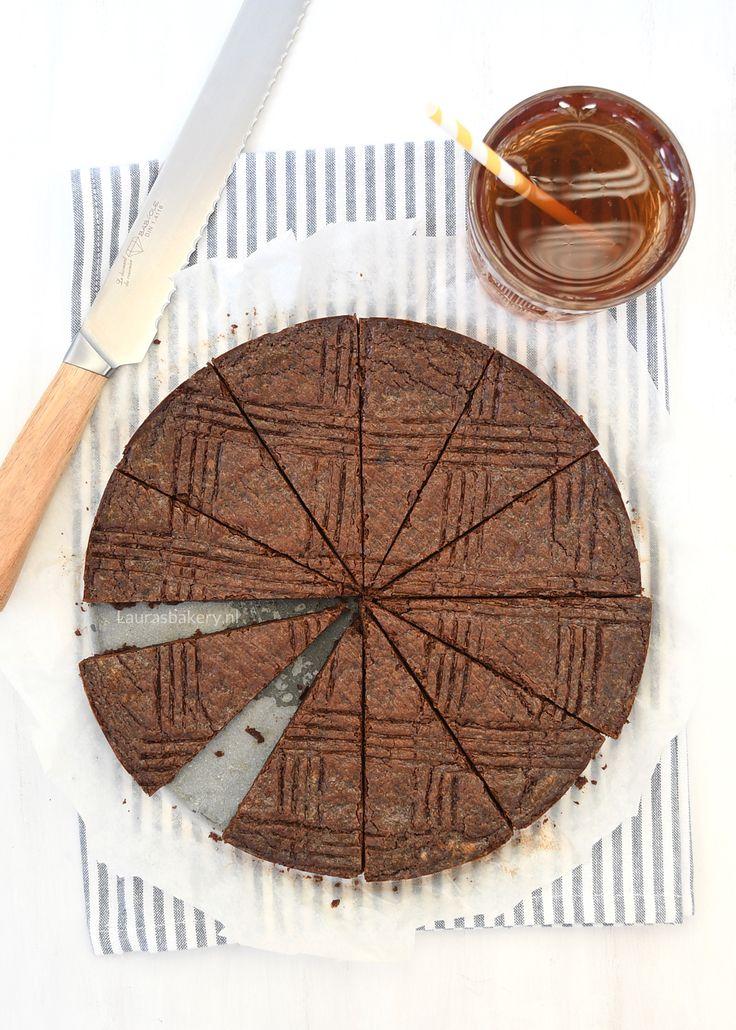 Met dit recept heb je zo een chocolade boterkoek op tafel staan. Een lekkere smeuïge koek die wegsmelt in je mond, zalig!
