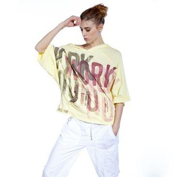 """T-shirt Gina: Vous ne résisterez pas à ce T-shirt dance oversize à capuche, stylé et très confortable.Coupe oversize, idéale pour vos cours de SH'BAM™ ou de BODYJAM™   Manches 3/4, capuche, coupe décontractée pour un style très """"dance"""" et une grande liberté de mouvement  100% coton."""