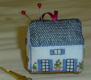 how to: miniature needlework chart and directions for making a house pin cushion. I think this could be altered to make a mini tea cosy.