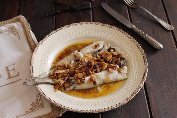 Receta de Pescadilla al horno con salsa #RecetasGratis #RecetasFáciles #RecetasdeCocina #RecetasconPescado #Pescadilla