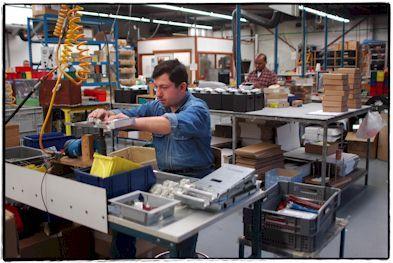 De werkbank : man aan het werk in atelier