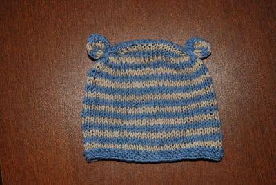 Knitted newborn's hat. Materials: cotton thread