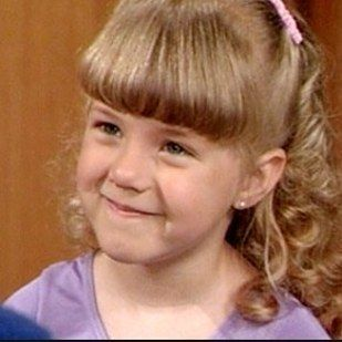 "Jodie Sweetin as Stephanie Tanner in her first and last episodes… | The Cast Of ""Full House"" In Their First Episode, Last Episode, And Now"