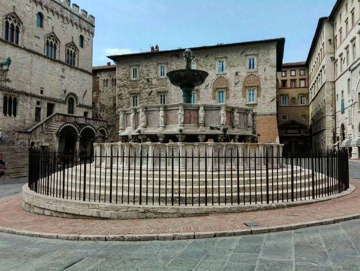 Fontana maggiore #fontana #fountain #perugia #umbria #italia #italy #holiday #history #historical #architecture #art #city #urban #whatitalyis #igers #igersitalia #igersitaly #igersbergamo