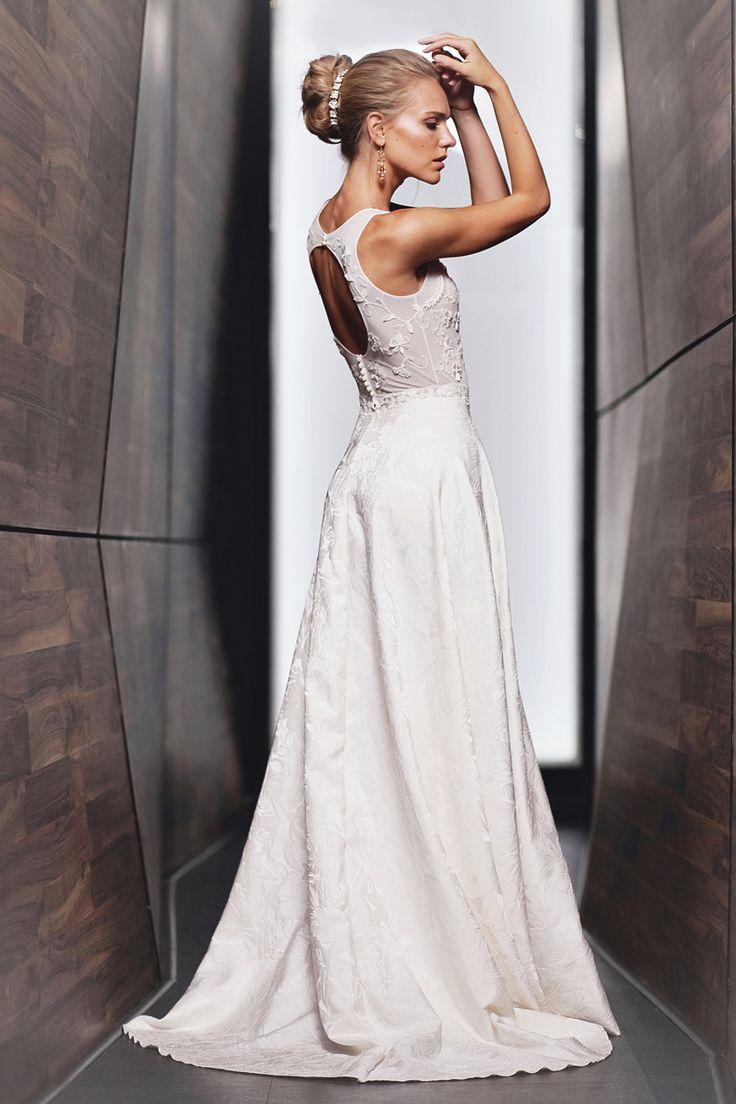 Свадебное платье Camilla от www.bohemian-bride.com Свадебное платье | Бохо | Богемный шик | Cвадьба | Невеста | Кружевное | Открытая спина | Дизайнерское | Прическа невесты | Свадебный образ | Свадебная прическа | Bohemian Bride | InVogue | Макияж | Осенняя | Пучок | Белое | Венчальное | Образ | Прямое