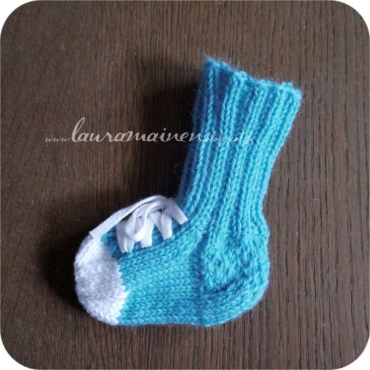 "Vauvan tennarisukat ~ Knitted Baby Socks ""Converse"""