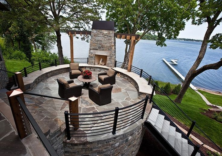 Great terrace to sit out by the water.