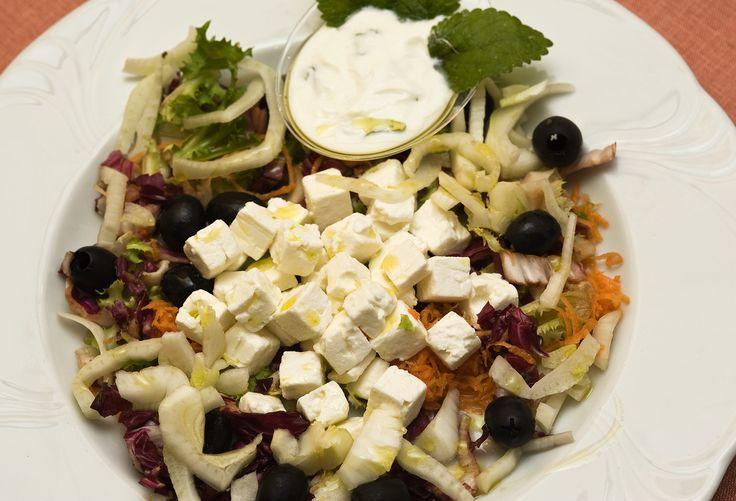 Insalatona di Feta greca allo Yogurt e Menta