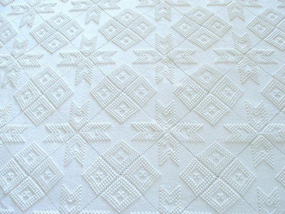 Vintage crochet handmade twin white bridal bedcover by VintageHomeStories