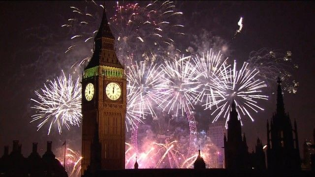 Spectacular New Year's fireworks at London, England for 2015. httpvh://youtu.be/SXk-7tA21Kw What did you think of this the fireworks display? Please tell us