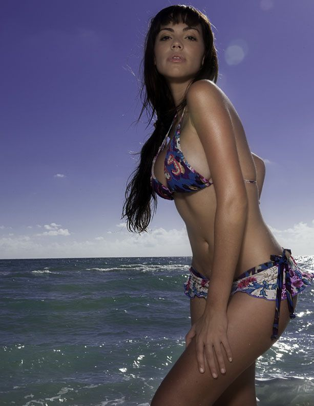 wear bikini roca