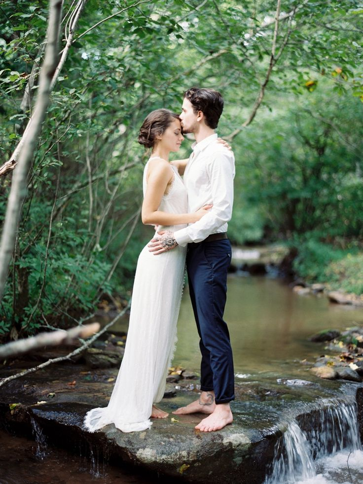 A Meaningful Elopement in Hawaii | Real Weddings | Oncewed.com |Elopement Ideas