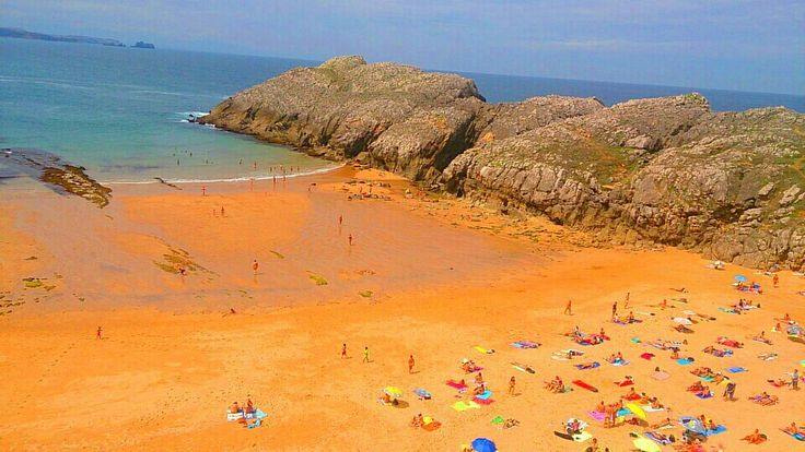 Playa de Somocuevas en Piélagos, Cantabria