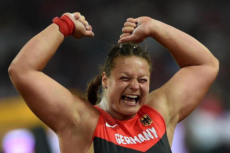 22.08 L'Allemande Christina Schwanitz a été sacrée championne du monde du lancer du poids avec un jet à 20,37 m, samedi à Pékin.Photo: AFP/Johannes Eisele