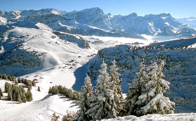 Cut price ski pass offer: thematuretraveller.co.uk - image courtesy Villars Tourist Office