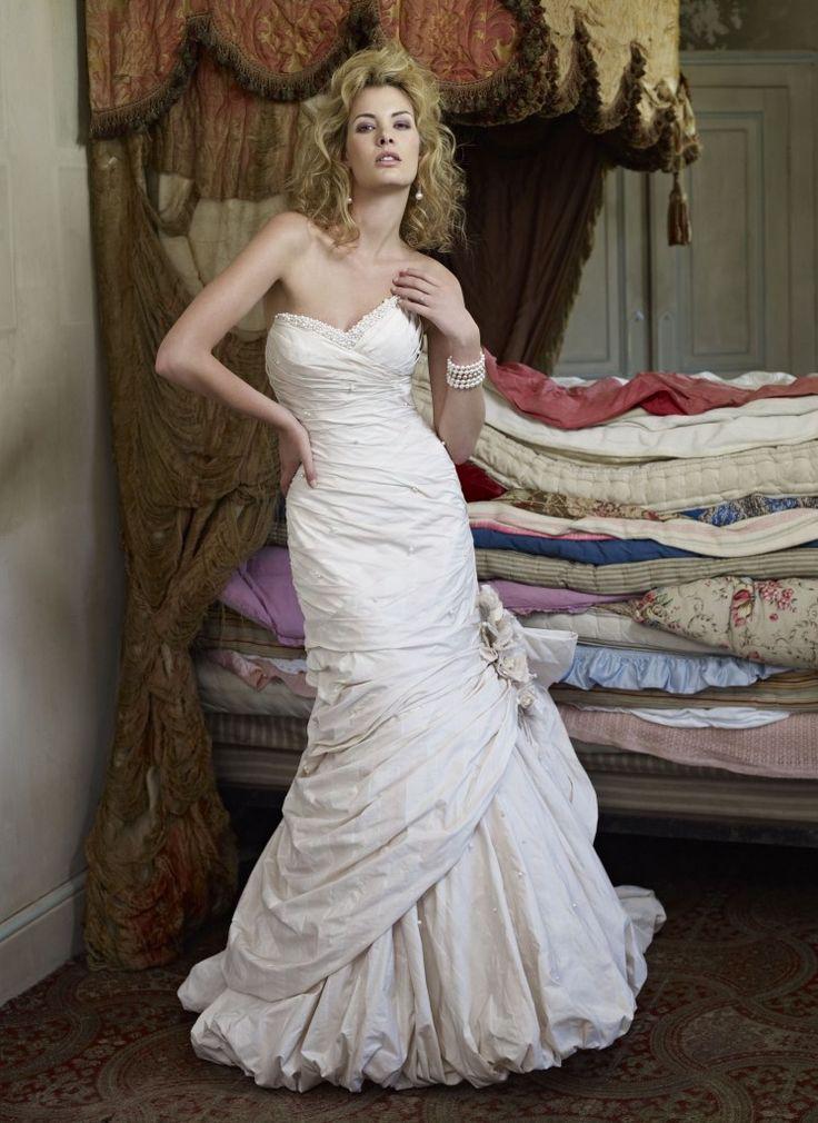 326 best Trouwjurken Ian Stuart images on Pinterest   Wedding frocks ...