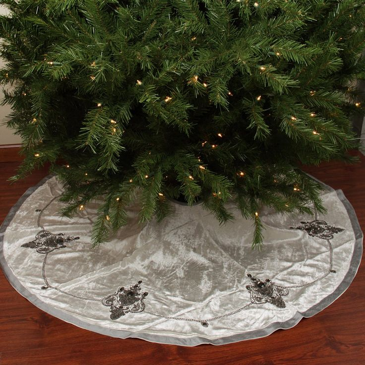 244 Best CHRISTMAS Tree Skirts Images On Pinterest