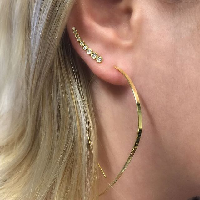 So cool #threaders #threaderearrings #earclimber #diamondearclimber #earcuff #diamondearcuff #shootingstar #yellowgold #yellowgoldearrings #ootd #diamonds #finejewelry #beverlyhills #losangeles #annesisteron