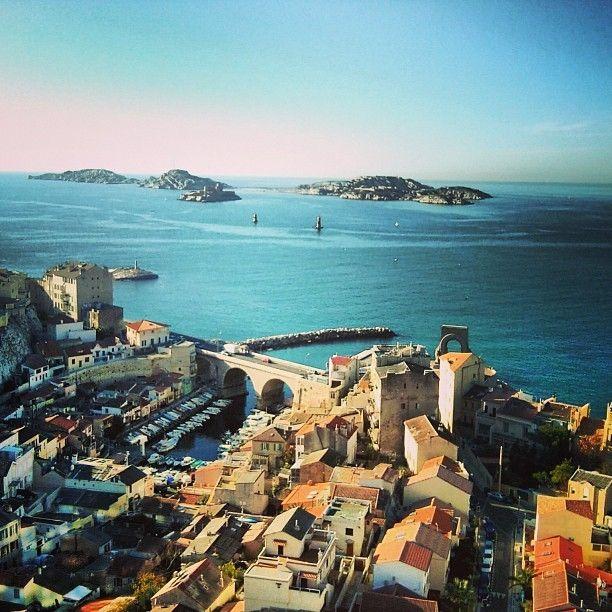 Le Vallon des Auffes et les îles d'If et du Frioul. Marseille