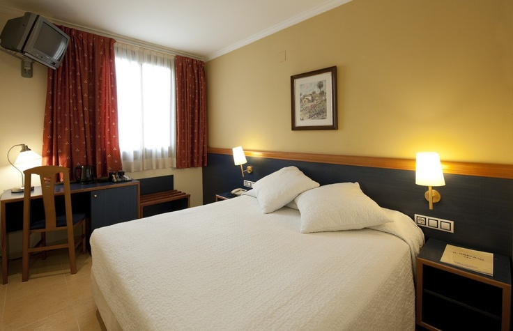 Hotel Moderno http://www.hotelmodernobcn.com/ in #Barcelona A cosy hotel at a very affordable price