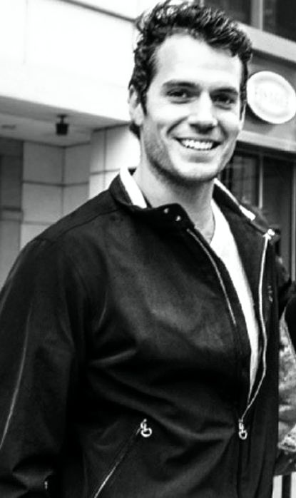 Henry Cavill ~ Ay!! Por Dios!! Me va a dar algo... Esa sonrisa...❗❗❗❗❗❤❤❤❤❤