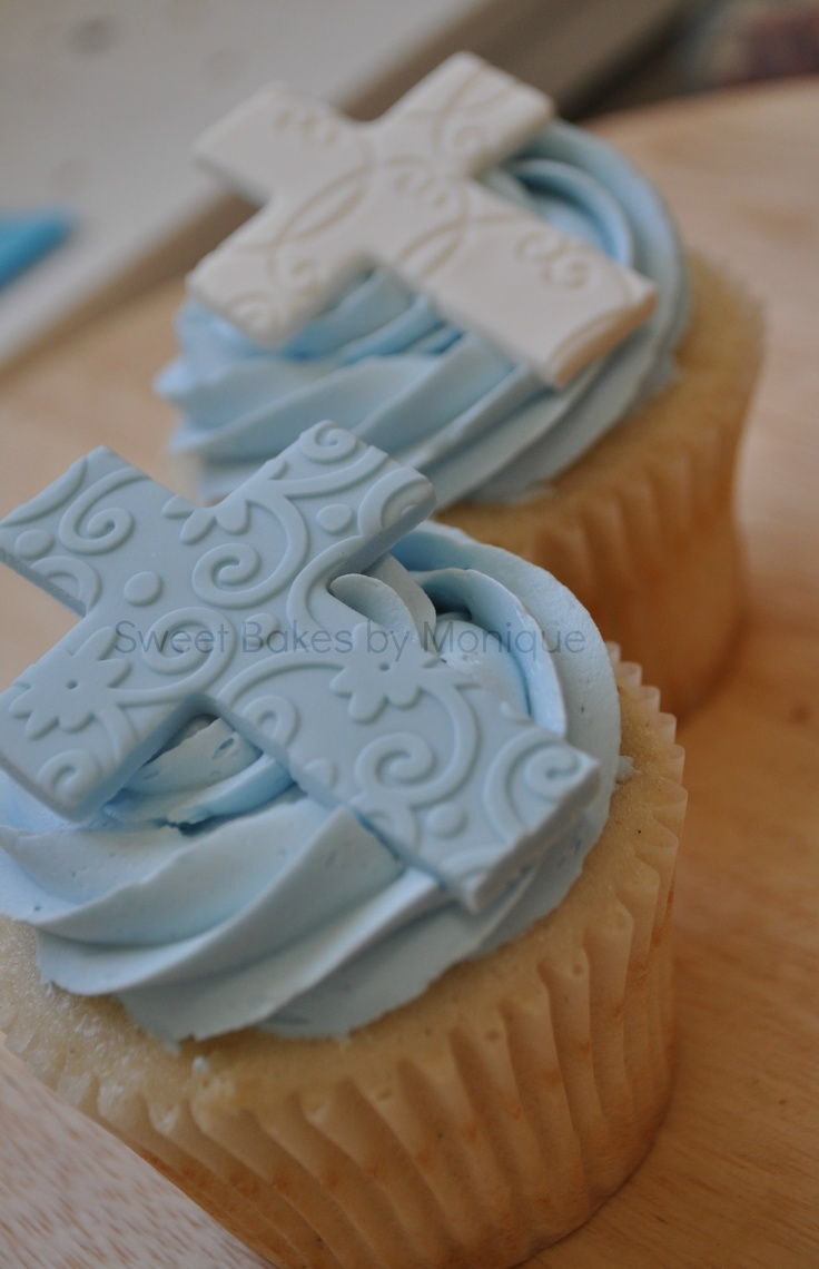 Baptism/Christening cupcakes http://flaary.com/