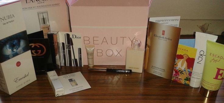 """Unboxing- Beauty Box von Parfumdreams Februar 16 Das erwartet euch wenn ihr eine Box ergattern könnt """"Die Parfumdreams BEAUTY Box ist ein limitiertes Überraschungspaket wahlweise für Damen oder Herren mit Originalprodukt und weiteren Miniaturen, Proben und Sondergrößen  Hochwertige Parfums Pflegeprodukte Make-up Accessoires Mindestens ein Produkt in Originalgröße Natürlich befinden sich in der BEAUTY BOX für Damen nur sorgsam ausgewählte... Read more »"""