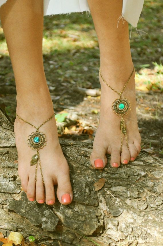 Barefoot Sandals Footless Sandals Anklet Toe Ring Foot Jewelry Boho Bohemian Gypsy Floral Green Disk -- Obsessed with Barefoot Sandals right now and i LOVE THESE