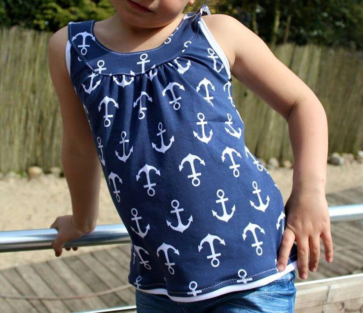 Passend zu dem Freebook vom letzten Jahr gibt es ab heute für alle und FOR FREE den passenden Kinderschnitt Topas. Topas kann als Top o...