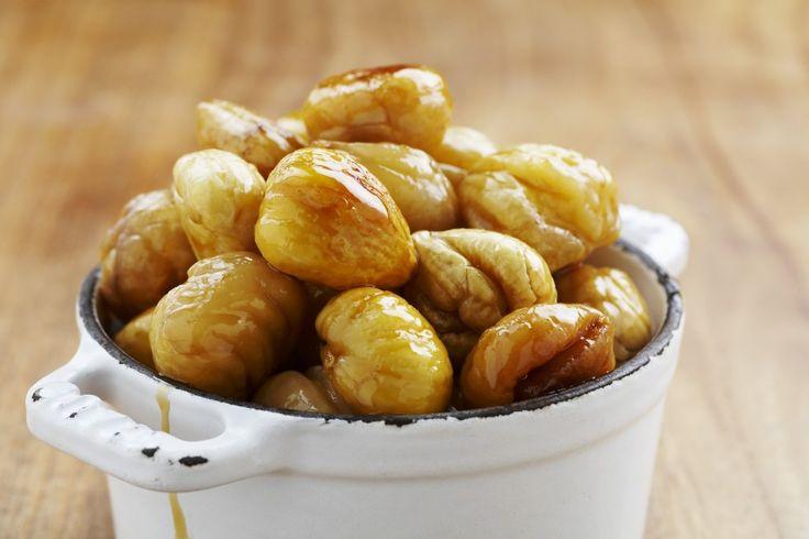 Le castagne caramellate sono un dolce da realizzate in forno, dopo averle arrostite bisogna caramellarle: venite a scoprire la ricetta.