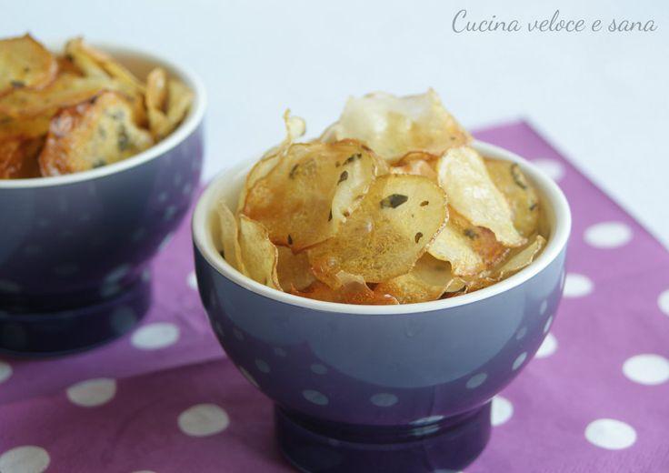 Chips di patate, per stupire i vostri ospiti, una sfiziosa alternativa alle classiche patatine in sacchetto. Una vera bontà.