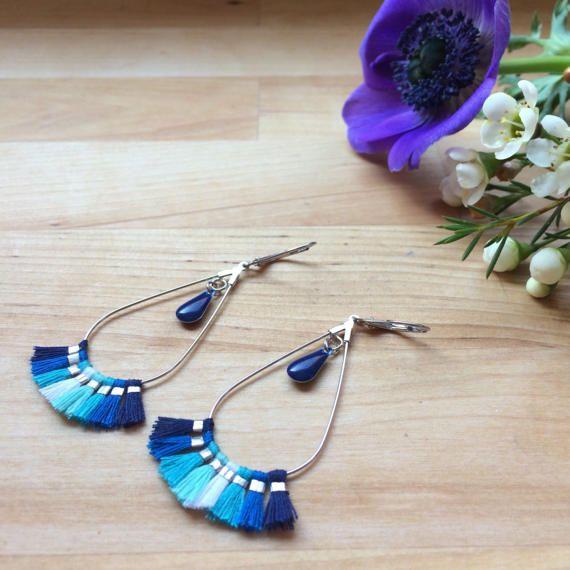 Boucles d'oreilles gouttes à pompons bleus par MelleSimoneShop
