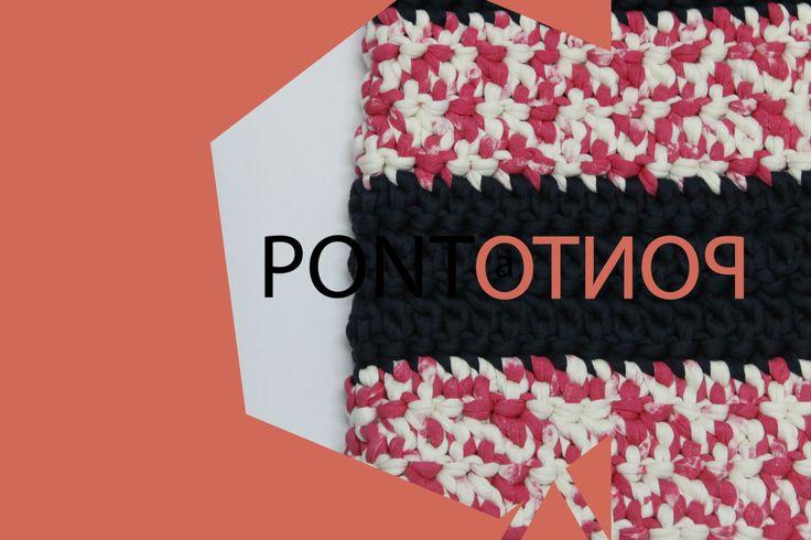 Ponto a Ponto | Padrão Rosa # Branco com Azul marinho   Para mais informações vá a https://www.facebook.com/pontoapontobags :)