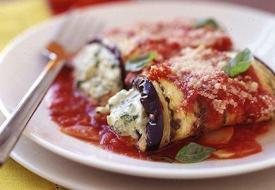 Patlıcanlı Rollatini Tarifi, vejetaryenlerin ve sürekli etli yemek yemekten sıkılanların bayılacağı, lezzetli bir tarif. Malzemeleri ve tarifi şöyle;