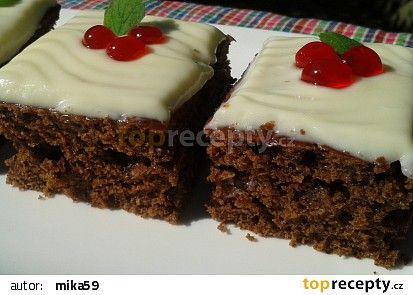 Rychlý kakaový koláč s polevou z bílé čokolády recept - TopRecepty.cz