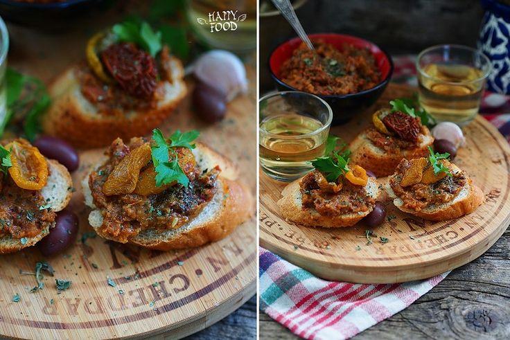 Добрый день, друзья! Сегодня готовить будем вкусный соус-дип из вяленых томатов. Ароматный, насыщенный вкус этого соуса отлично подойдет к овощам на гриле, пасте,…